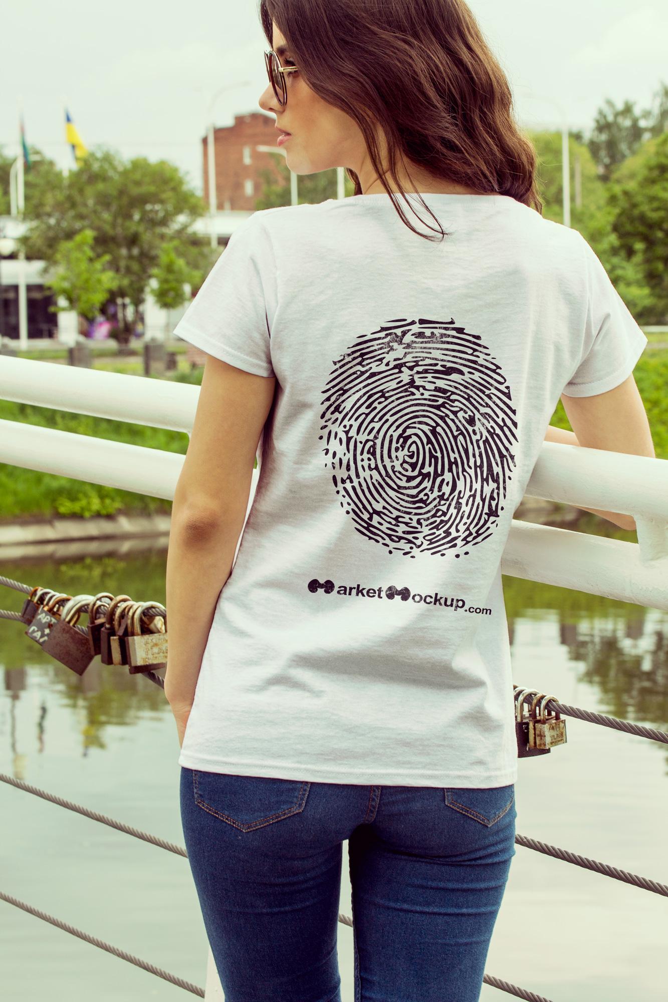 دانلود موکاپ تیشرت زنانه از پشت