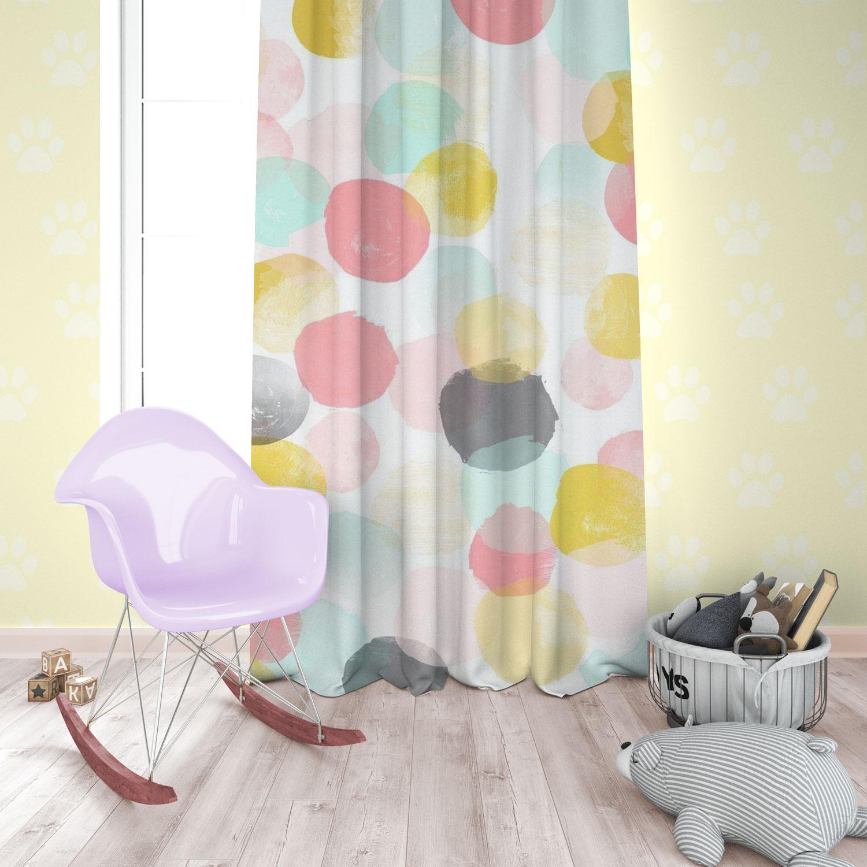 دانلود موکاپ پرده اتاق و کوسن ستاره در اتاق خواب کودک در 3 نما: