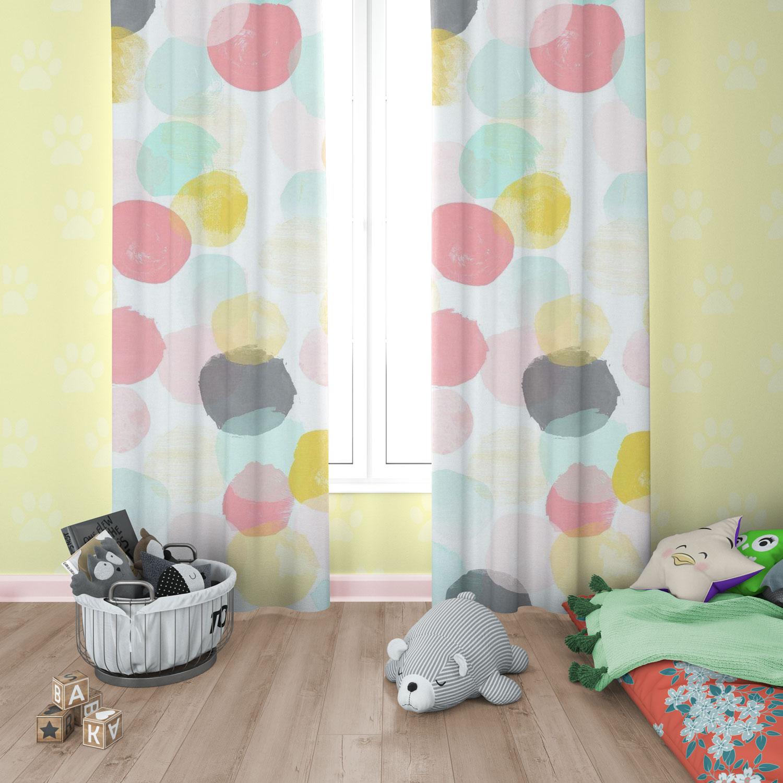 دانلود موکاپ پرده اتاق و کوسن ستاره در اتاق خواب کودک در 3 نما