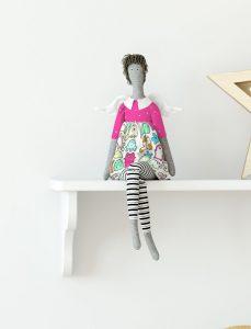 موکاپ عروسک ویلدا
