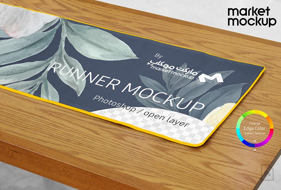 موکاپ رانر صاف روی میز چوبی