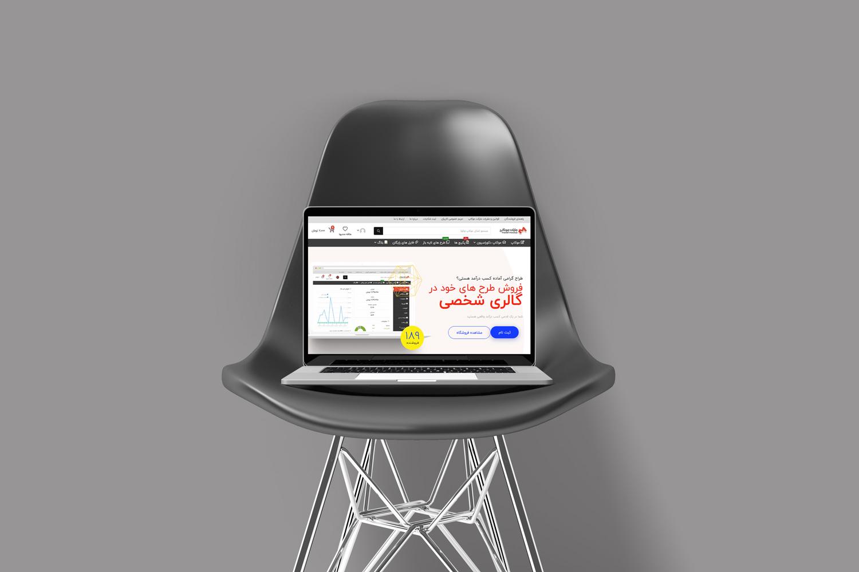 موکاپ لپ تاپ روی صندلی در 3زایه