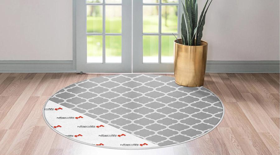 موکاپ فرش گرد جلو درب ورودی حیاط