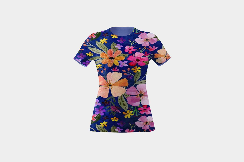 موکاپ تی شرت زنانه در سه نما