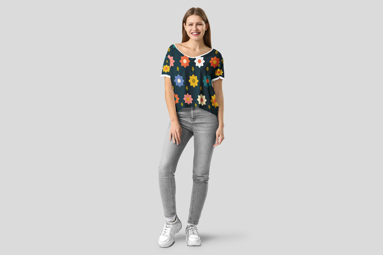 موکاپ تی شرت دخترانه با طرح خاص شماره2